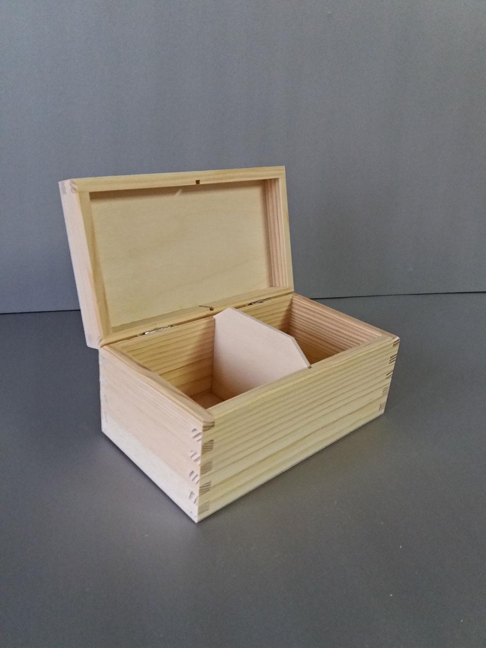 skrzynka z drewna na herbatę